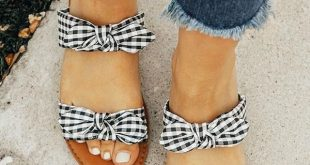 Die Brinkley Gingham Bow Sandale - Shoes - #Bow #Brinkley #Die #Gingham #Sanda...