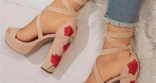 Exquisite gestickte Blumen dicken High Heel Sommerschuhe - Schuhe - #Blumen #d...