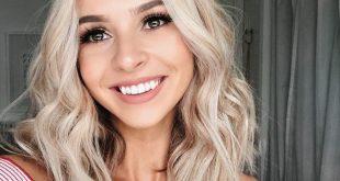 Wavy blonde medium length hairstyle / center party blonde hairstyle / blonde bob lob / bright...